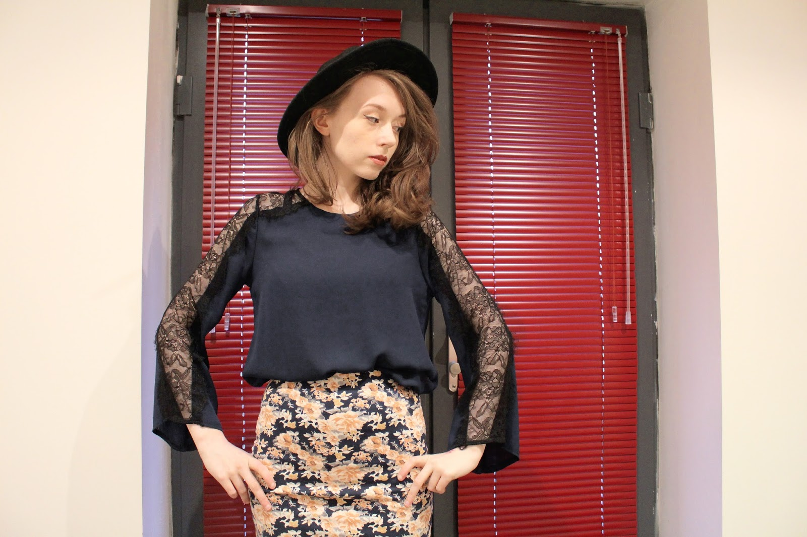 heard of relaxfeel? want to know how to style bell sleeved loose fitting shirts - click through to find out more