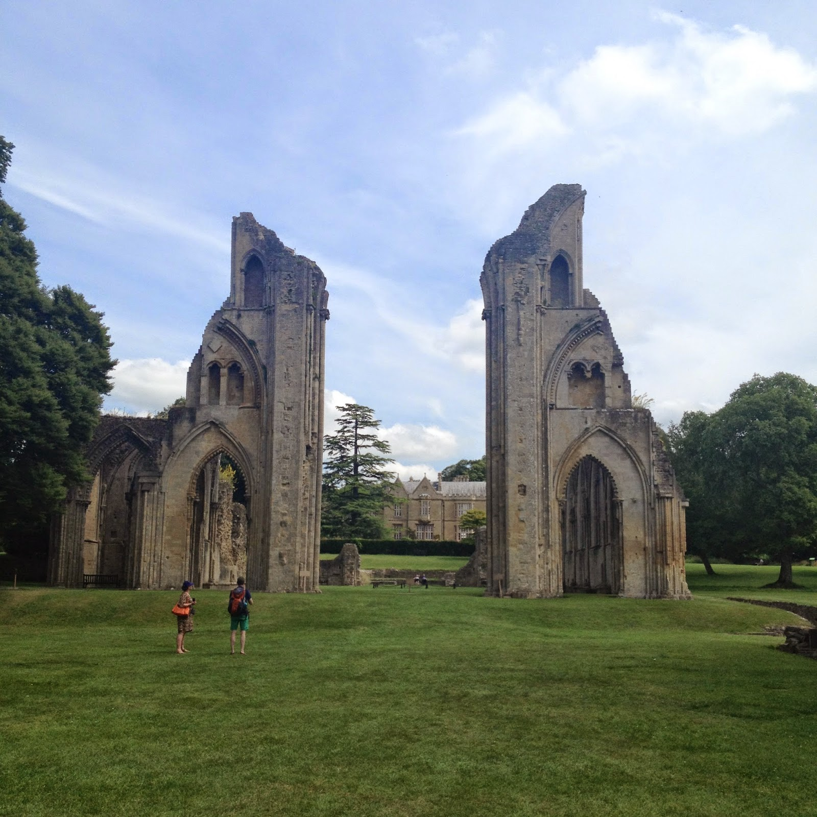 Glastonbury Abbey (photo credit: http://researchandramblings.blogspot.com/)