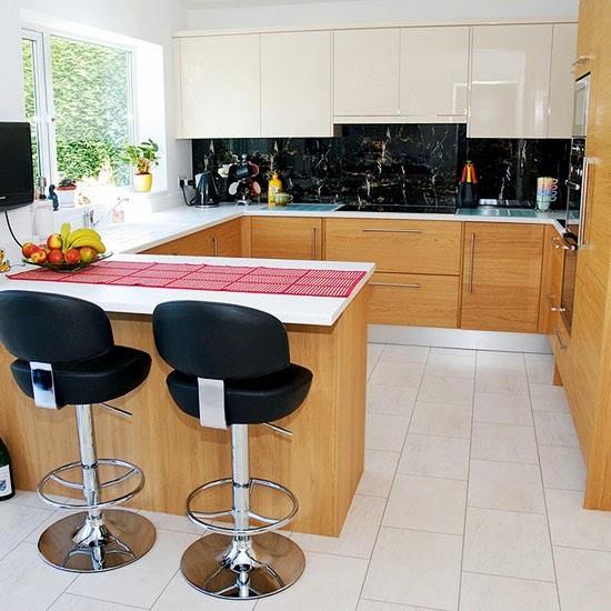 cozinha com armários diferentes
