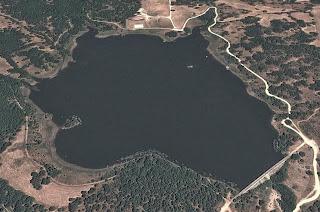 Vista aérea del pequeño embalse de Los Morales - Casillas