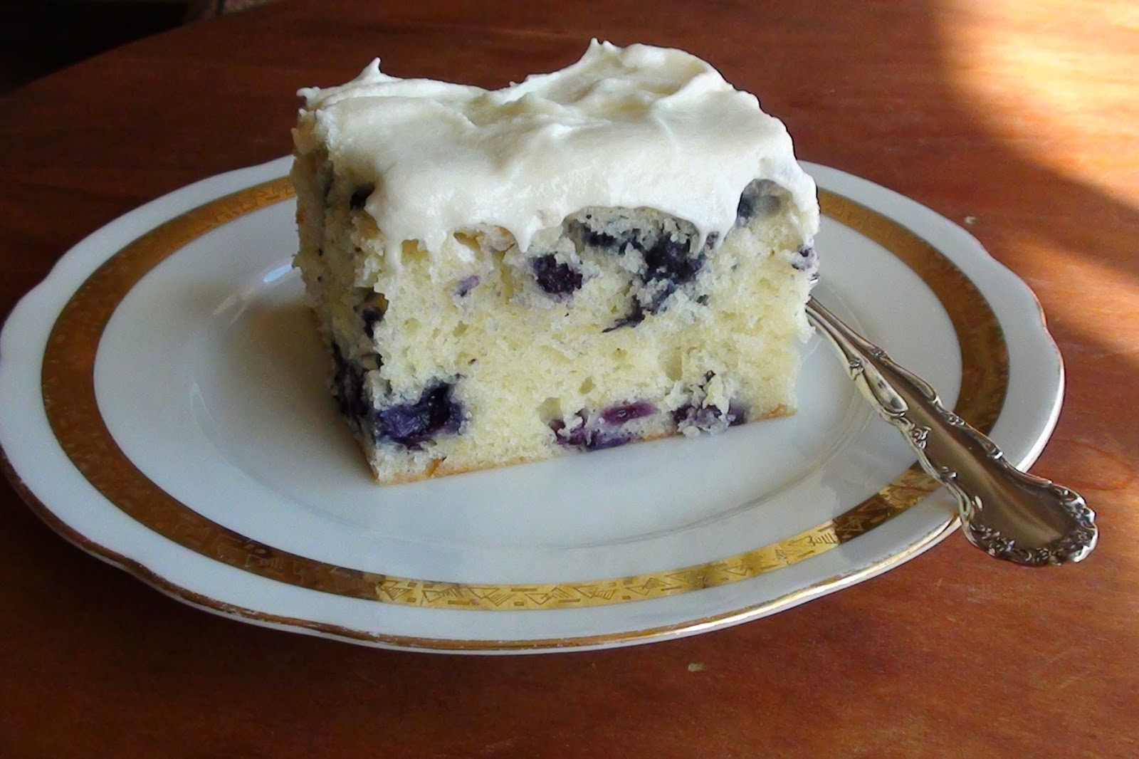 zsuzsa is in the kitchen: SOUR CREAM BLUEBERRY TEA CAKE