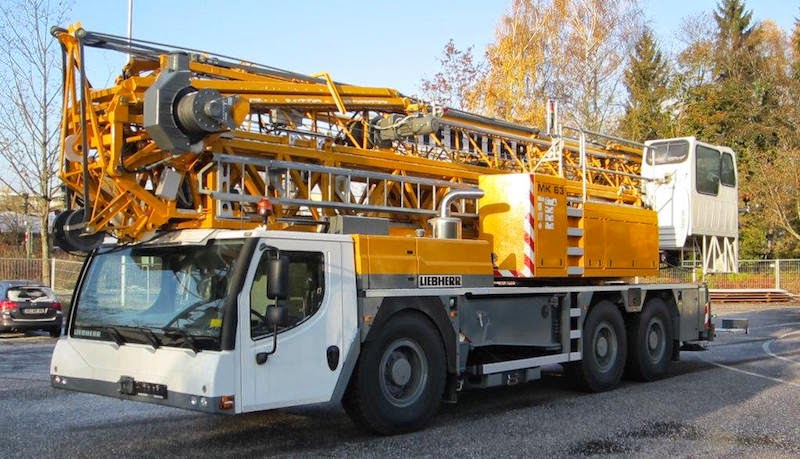 Tower Crane Vs Mobile Crane : Cranepedia the crane load charts library liebherr