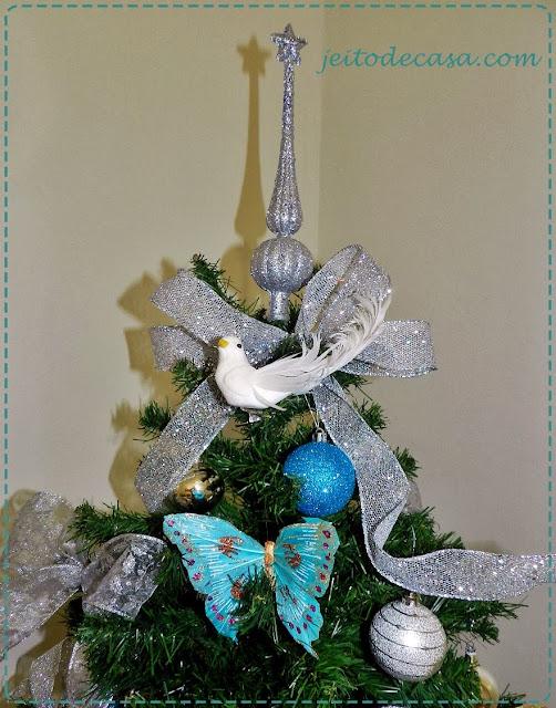 arvore decorada em prata com azul