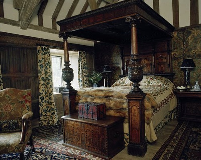 Old world bedroom design ideas room design ideas for Old world style beds