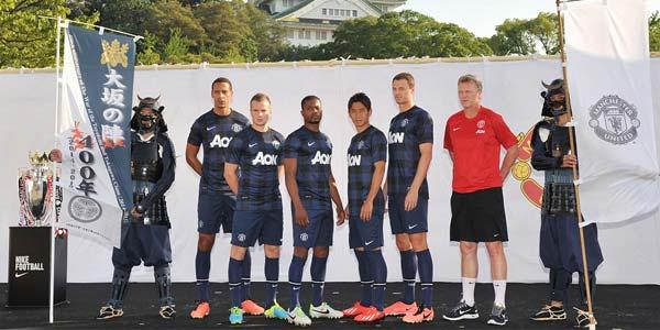 Manchester United Luncurkan Kostum Tandang Baru