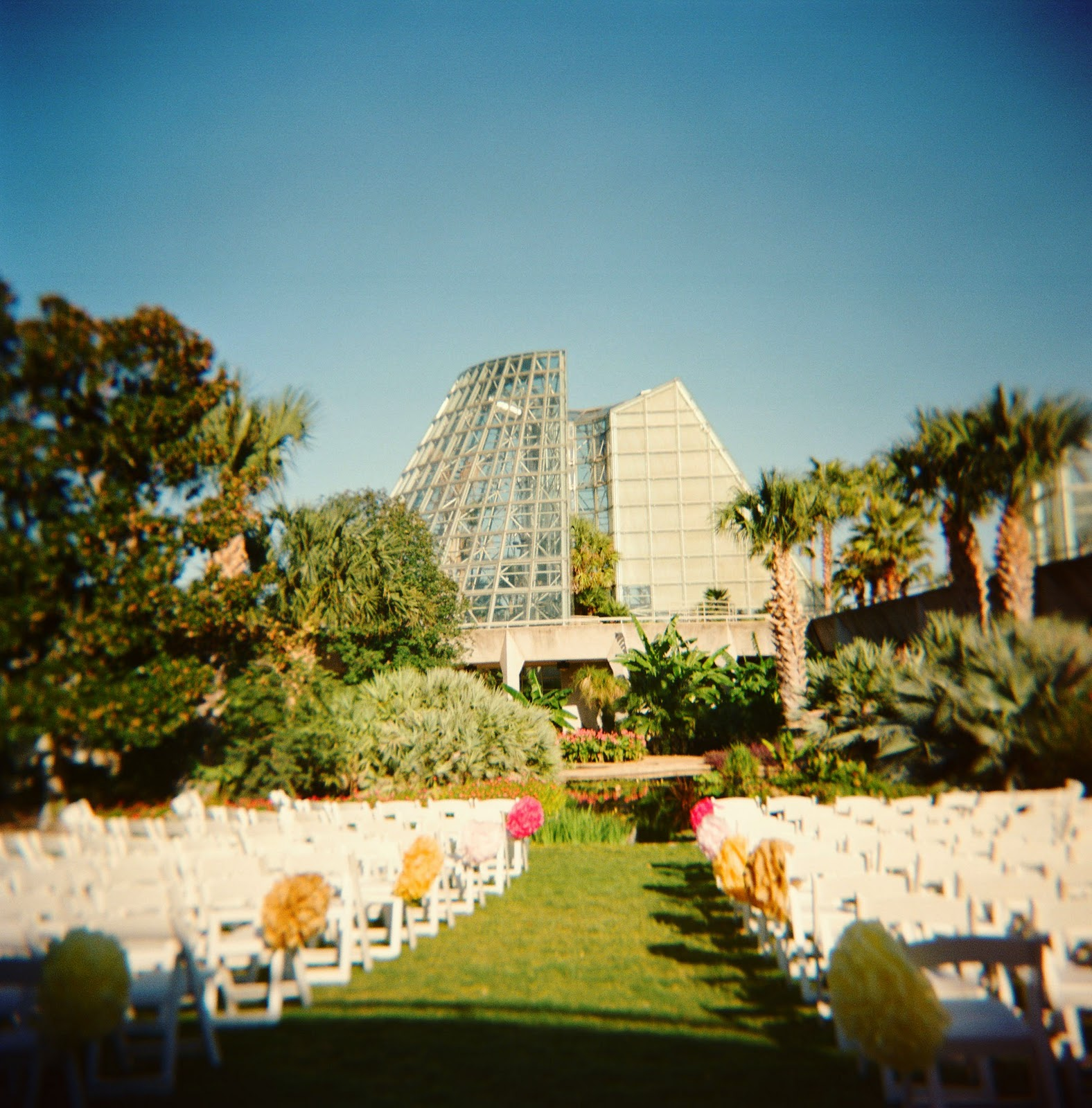 Lori Nathan 39 S Colorful Floral San Antonio Botanical Garden Wedding Katherineophoto