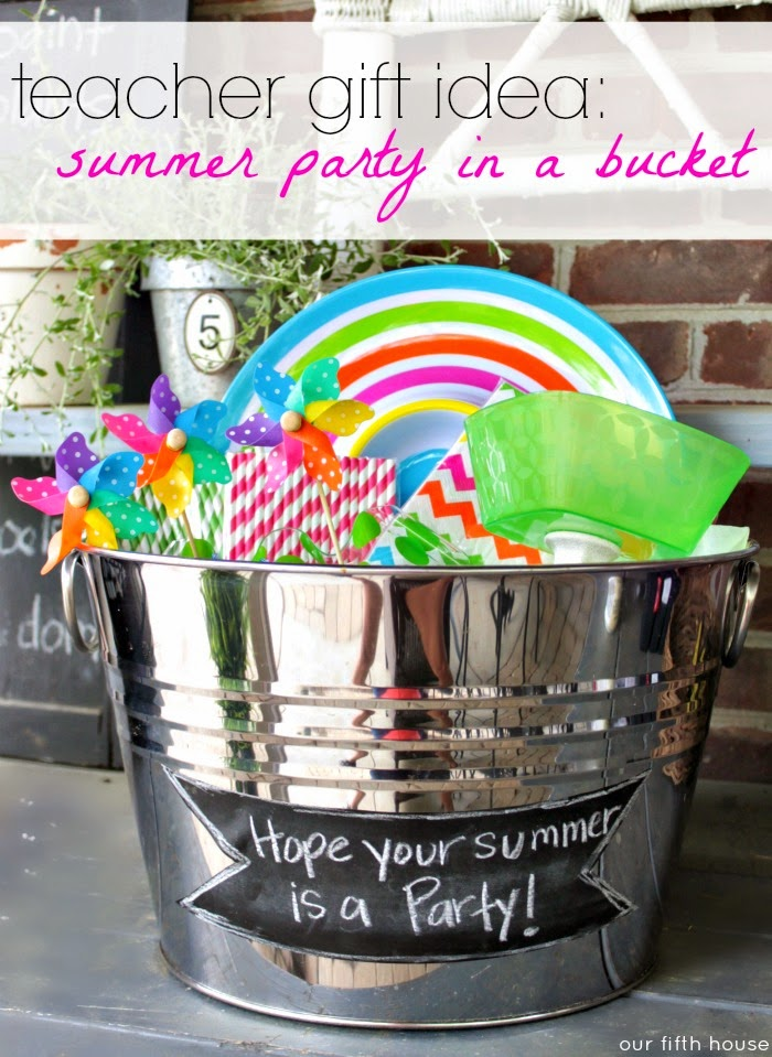 teacher gift idea: summer party in a bucket