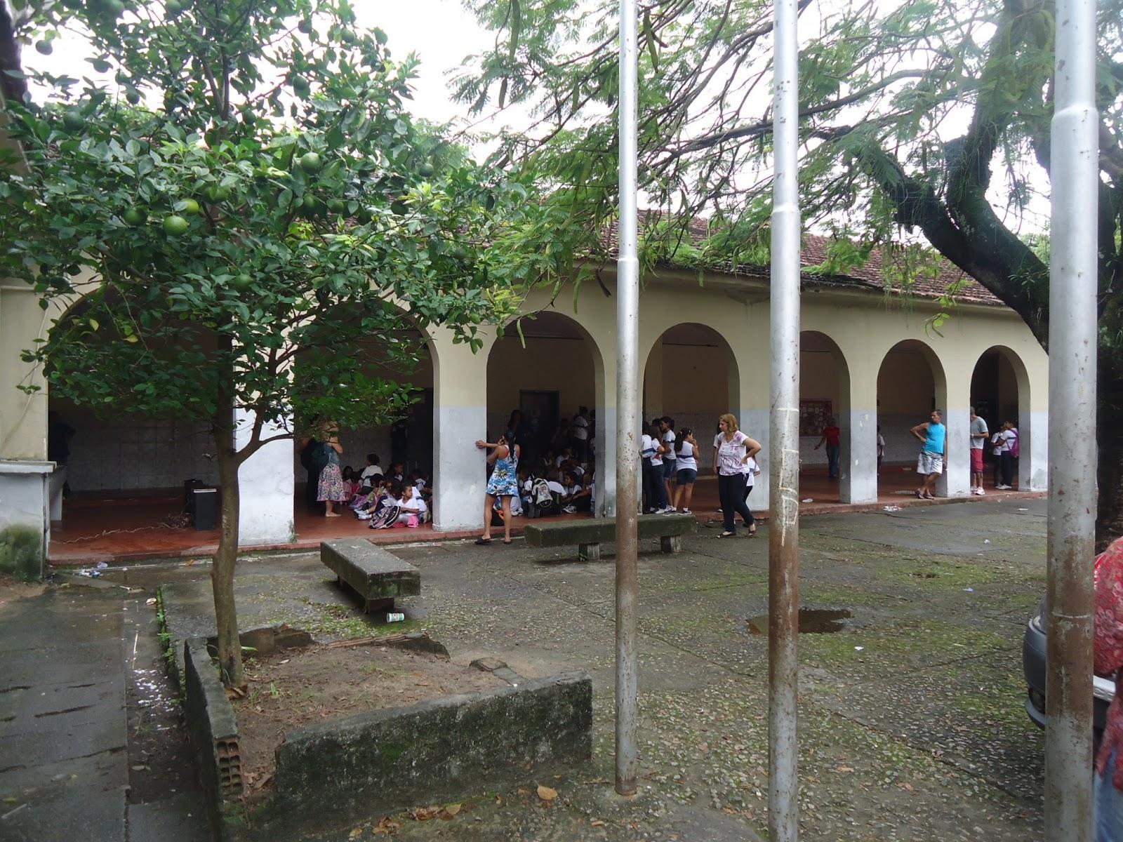#61483E ESCOLA MUNICIPAL ROTARY 1700 Janela De Aluminio Na Ilha Do Governador