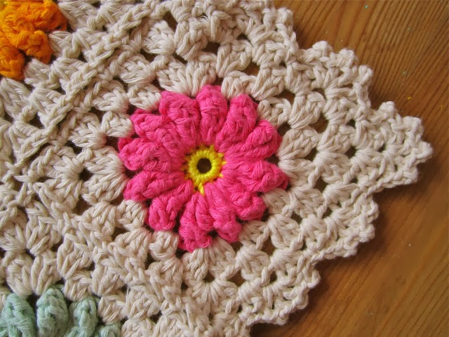 free crochet pattern vintage flower granny square