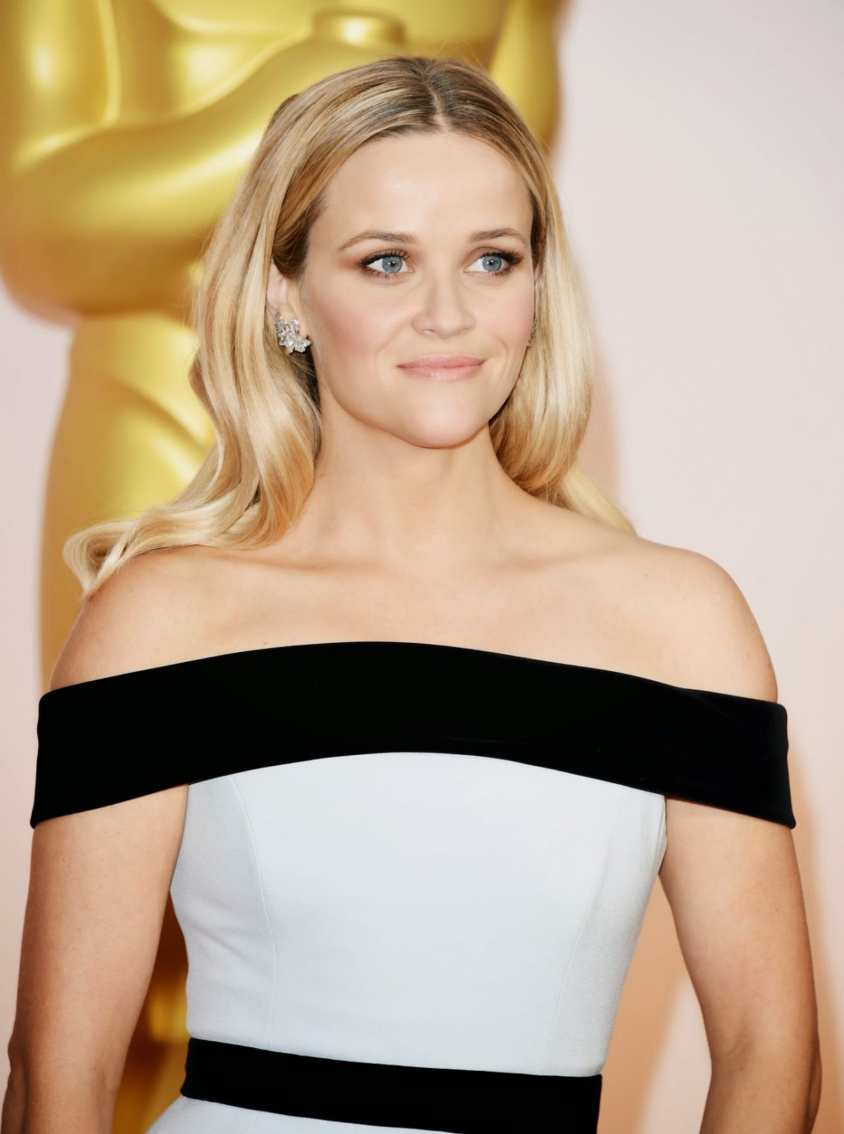 Reese Witherspoon wears an off-shoulder Tom Ford dress at the 2015 Oscars in Hollywood
