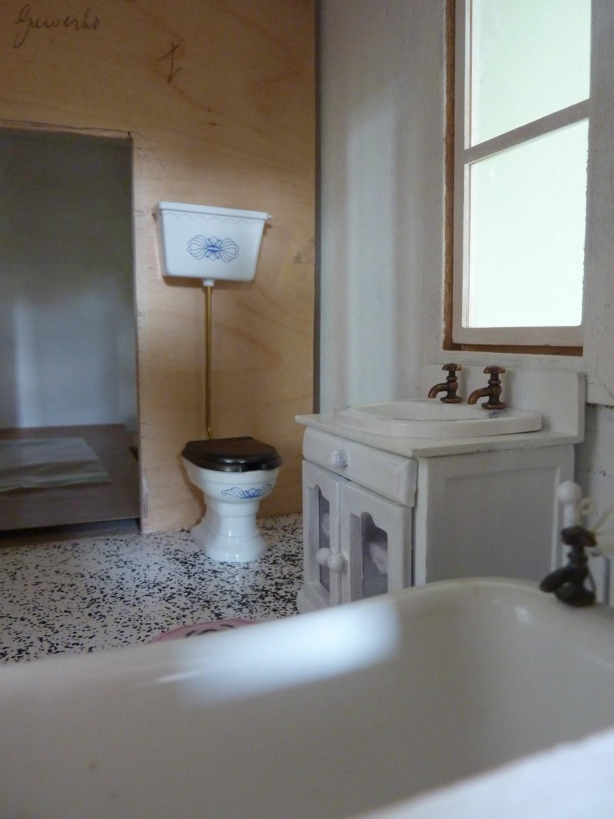 Marijke 39 s thuis in het klein eerste begin van de badkamer diy bathroom - Ouderwetse badkamer ...