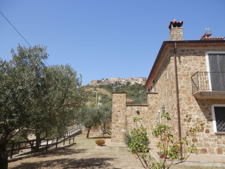 Case al bacio nei borghi pi belli d italia for Borghi arredamenti
