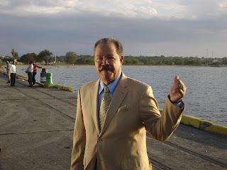 Juan Marichal,miembro del Salon de la Fama del beisbol en el puerto de Manzanillo