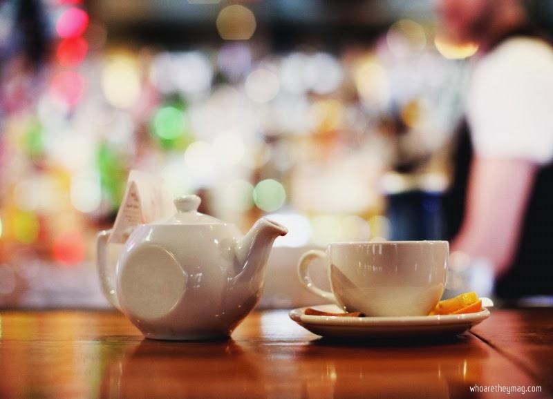 Заварочный чайник и чашка
