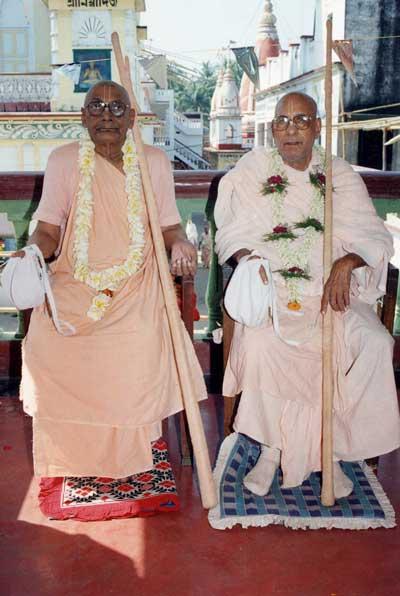 Srila Bhaktivedanta Vaman Goswami Maharaj  y Srila Bhaktivedanta Narayan Goswami Maharaj