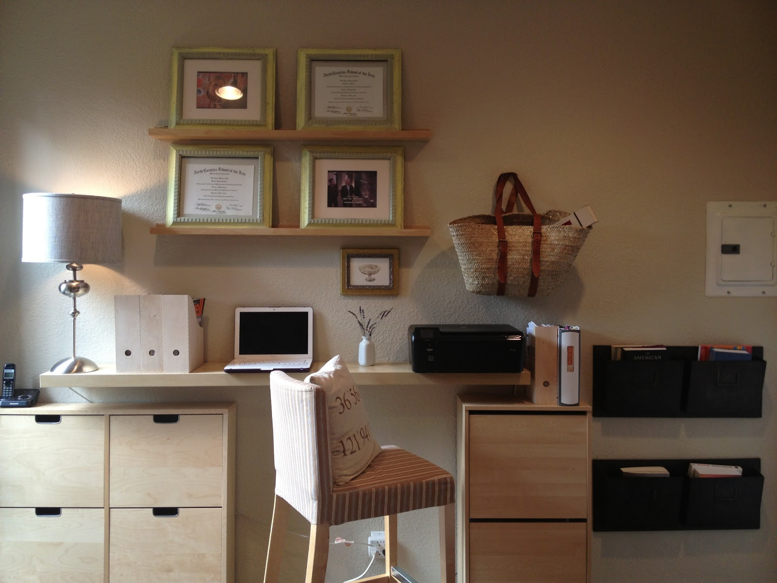Minimalist home office hack ikea hackers ikea hackers for Meuble bureau etagere