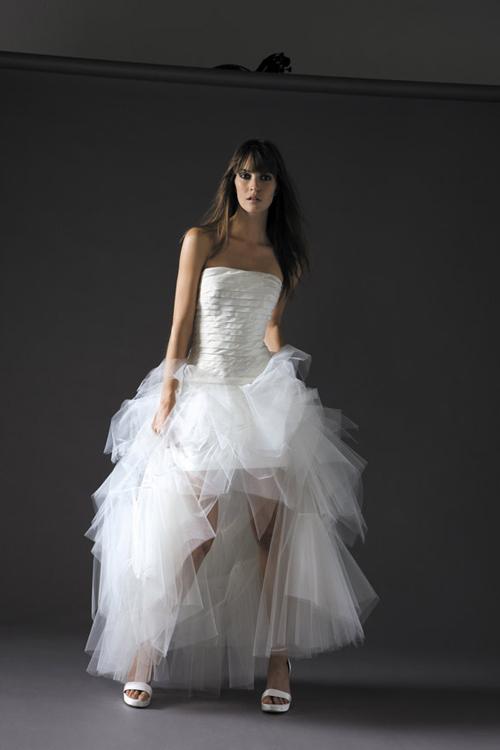 robes de mariage robes de soir e et d coration robe de mari e courte devant longue derriere. Black Bedroom Furniture Sets. Home Design Ideas