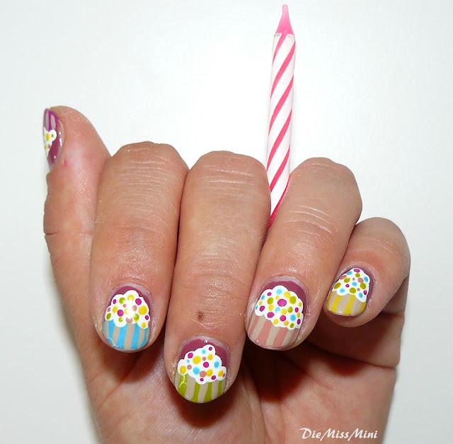 http://diemissmini.blogspot.de/2012/08/nageldesign-cupcakes-mit-identitatskrise.html