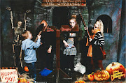 Soooo #2 of the Halloween Special brings us to the spooky London Dungeon. (scan )