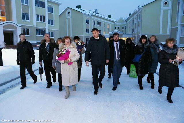В Сергиевом Посаде сегодня пять новосёлов получили квартиры в новом жилищном комплексе «Троицкая слобода».