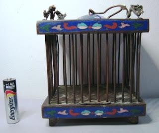 Miniatur Kandang Cloisonne dengan Hiasan Naga