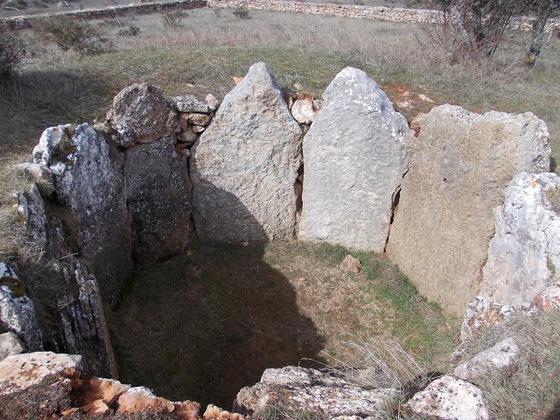 imagen_dolmen_prehistoria_megalito_burgos_piedras_circulo_enterramiento_tumulo_arnillas_moradillo_sedano