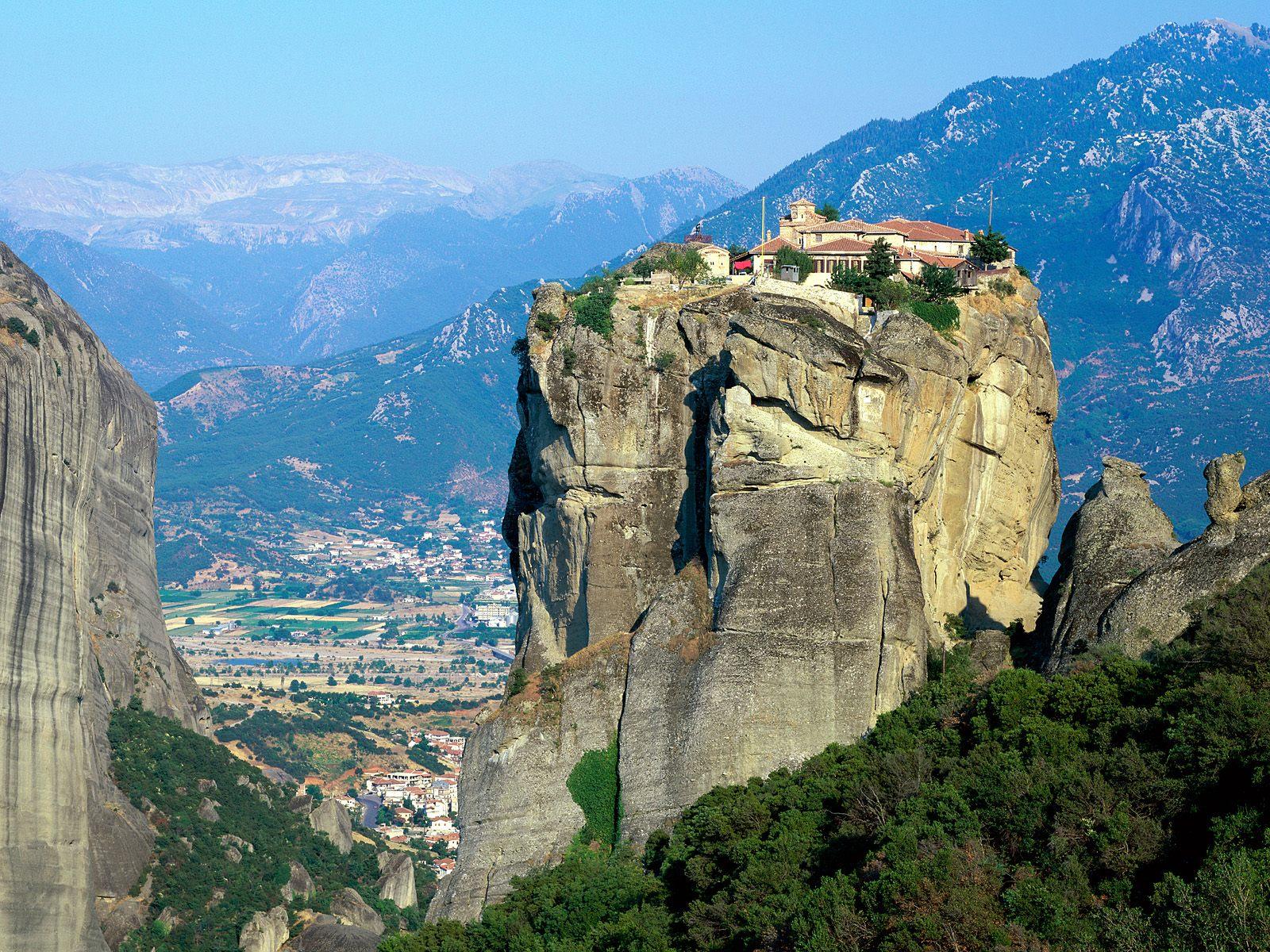 http://4.bp.blogspot.com/-52iyMh5EyWY/TuNDgvxaQoI/AAAAAAAAJLk/yRNfJukLFyc/s1600/Monastery_of_Agia_Triada_Meteora_Greece.jpg