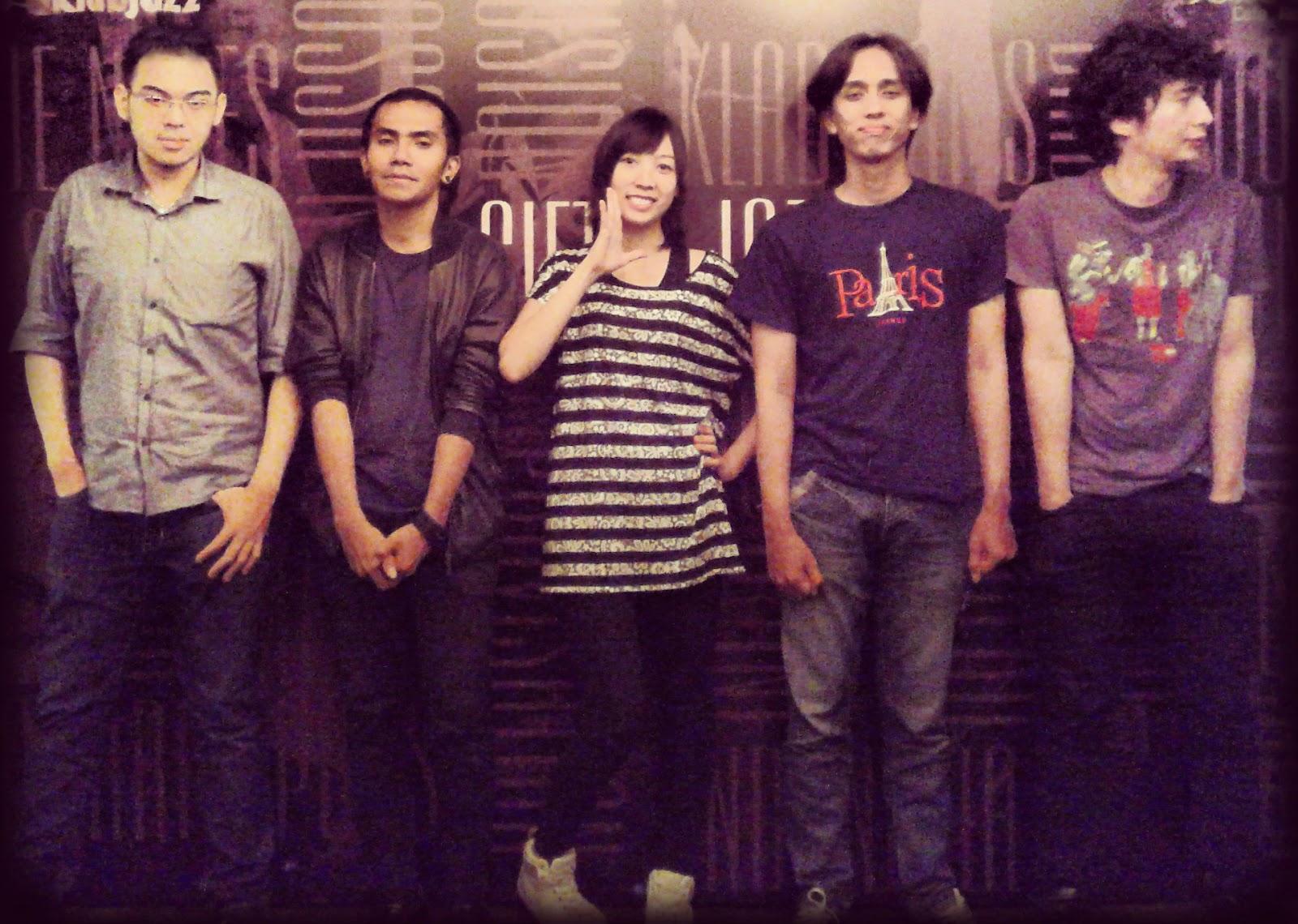 SYLVIA (Henry, Luqman, Ippi, Ferry, Hendy) Siete Cafe, Bandung