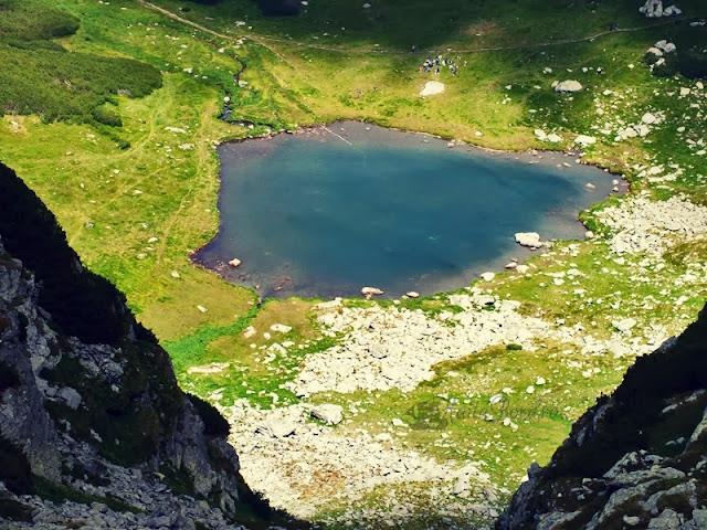 lacul iezer muntii rodnei