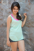 Sheena shahabadi sizzling pics-thumbnail-16