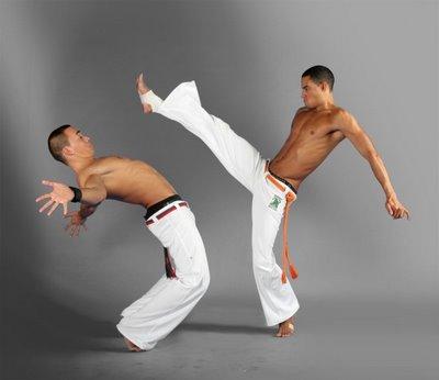 Jaga kebugaran dan bentuk otot dengan capoeira