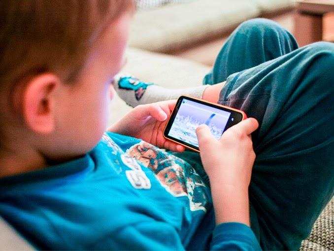 Por que crianças não devem ter tablets e smartphones antes dos 12 anos