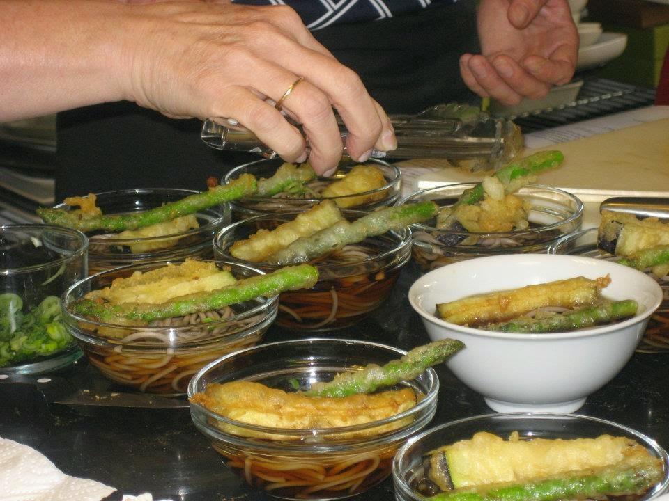 Haciendo sopa miso en Apetit' Oh!