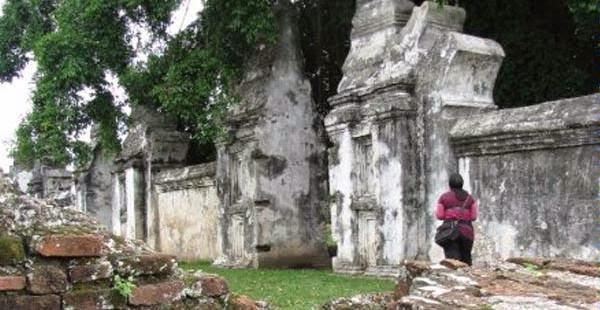 Blog Sejarah Indonesia: LAMBANG, BENDERA, DAN PENINGGALAN ...