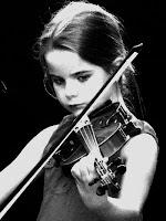 Cách đánh vicam Trẻ em tập chơi đàn violin   Có lợi ích gì cho bé? Tại sao nên cho bé tập đàn violin?