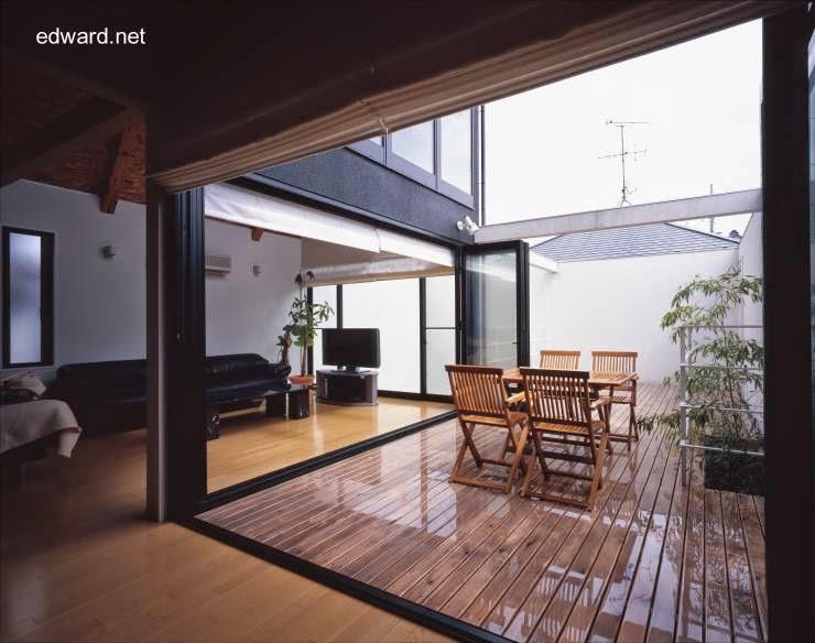 Amplias aberturas al patio y a los fondos de la vivienda