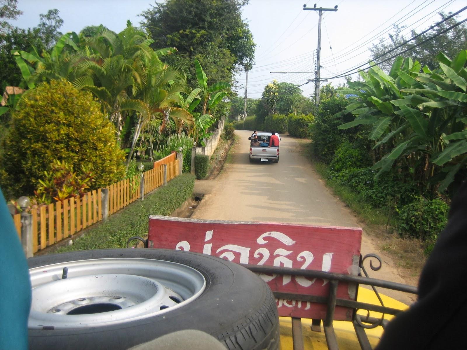 samoeng-thailand-village-truck-roof