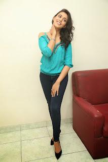 actress madhu shalini new pics hd (8)