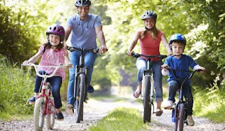 Asiknya bersepeda dengan keluarga