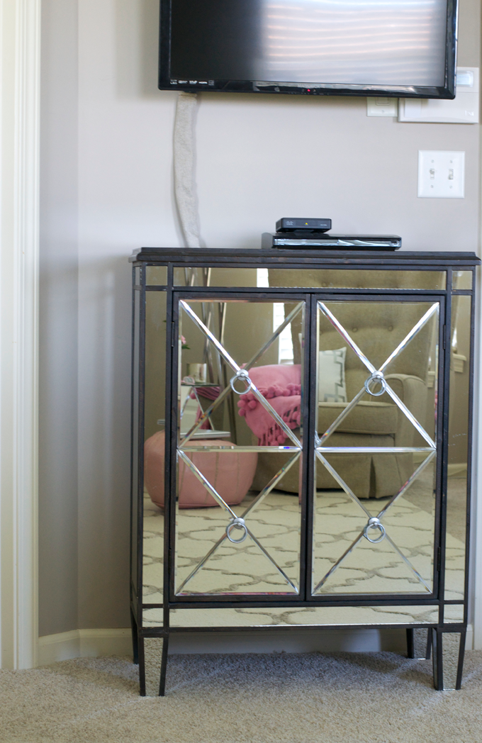 Mirrored-furniture-console