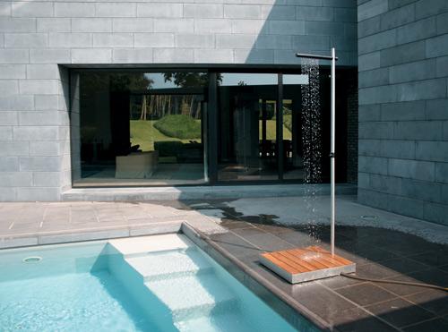 Moderna ducha minimalista para exteriores