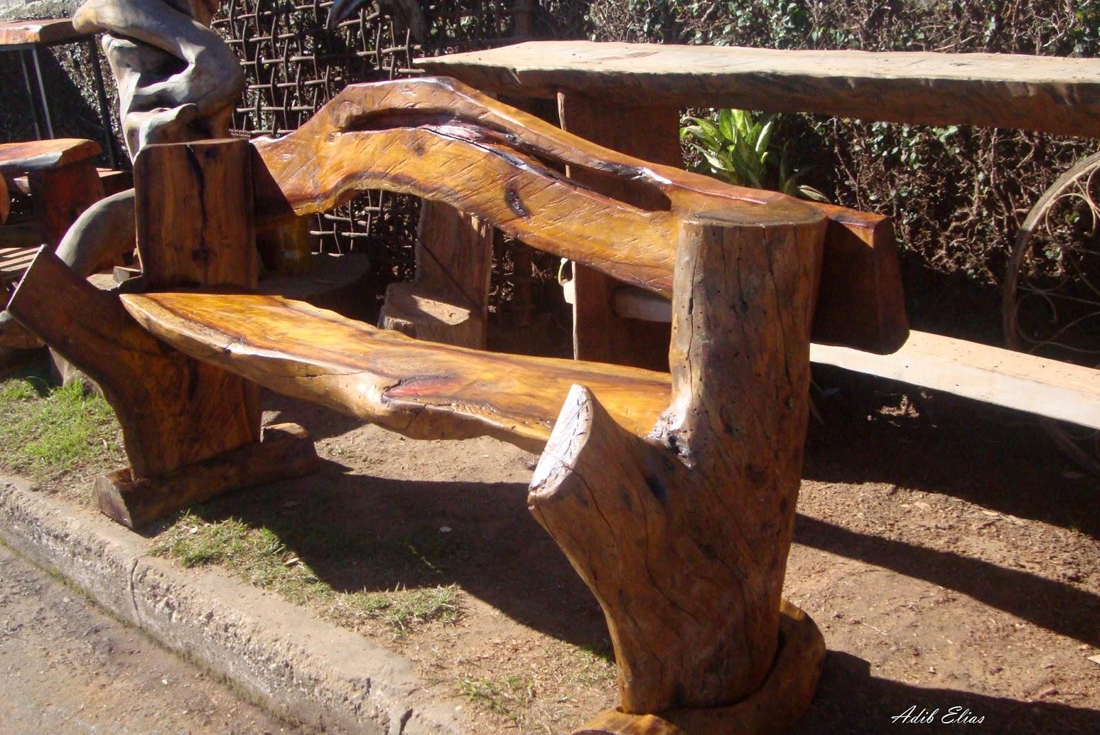 Banco com encosto em madeira reciclada de Jacarandá #C1790A 1600x1069