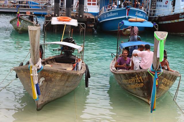 long tail boats - Tonsai Bay Phi Phi islands denizmontreal.blogspot.com