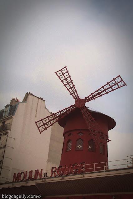 Moulin Rouge em Montmartre em Paris