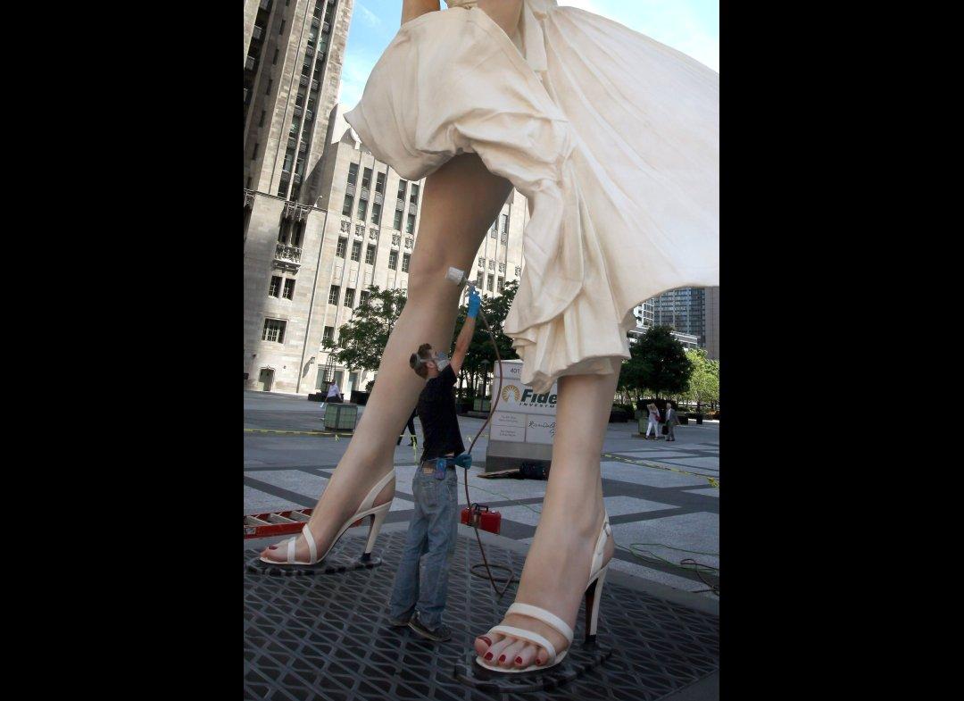http://4.bp.blogspot.com/-54oN-uoeRhI/TsDM0uryrpI/AAAAAAAAIBA/WofqtVqEfyU/s1600/Marilyn+Monroe+Statue+%252819%2529.jpg