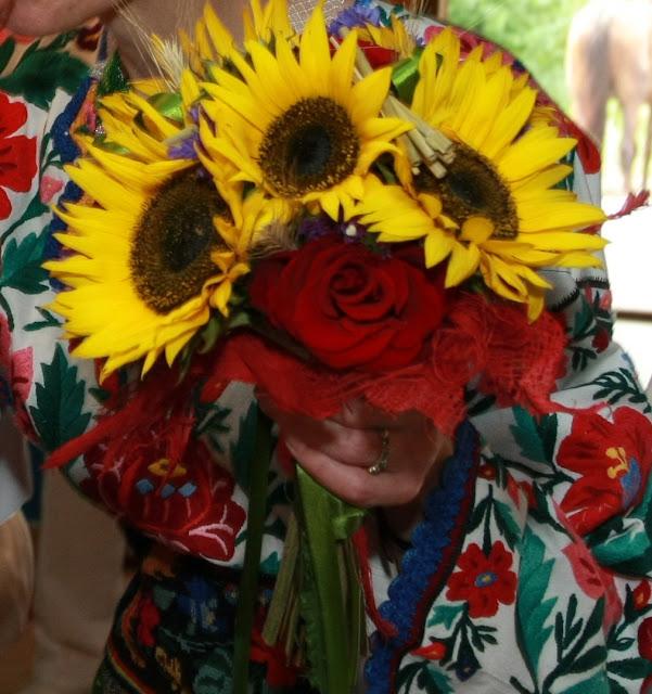 Весільний букет з України - соняшники і троянди