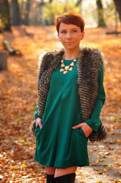 Зеленое платье на осень