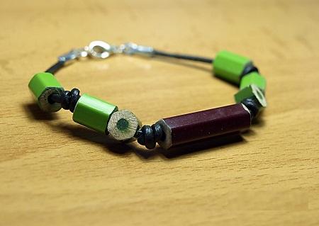 Accesorios de Moda y Cuadros con Lapices de Color Reciclados