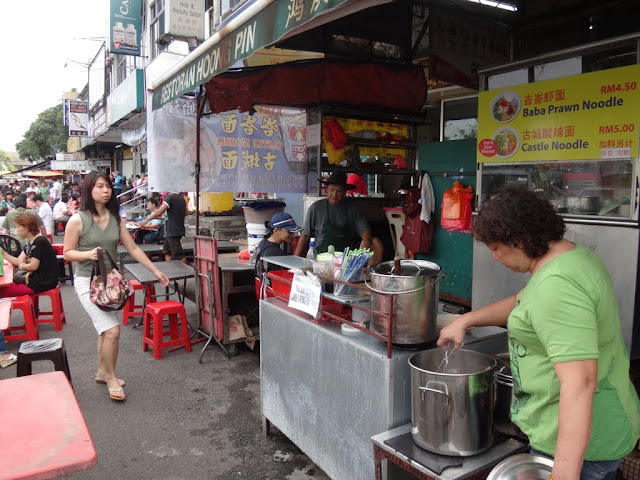 As usual, Malaysian street food always tastes good and cheap compared to dining in restaurants and shopping malls in Malaysia.