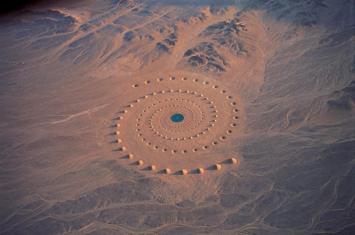 صورة من أعلى لنفس الصحراء